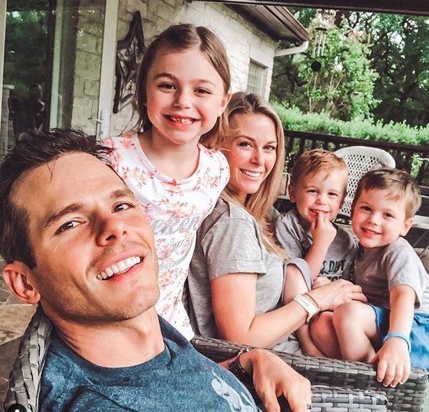 Con trai 3 tuổi của ca sĩ Granger Smith mất vì tai nạn thương tâm