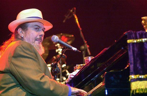 Nhạc sĩ 6 lần đoạt giải Grammy qua đời đột ngột sau cơn đau tim