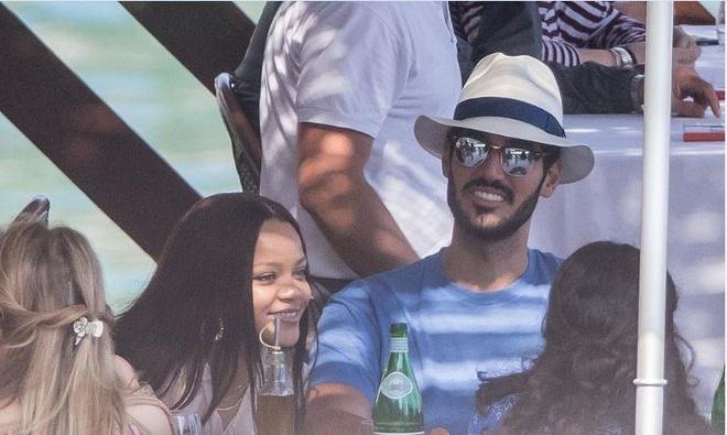 Rihanna và bạn trai tỷ phú tình tứ khi nghỉ dưỡng ở Italy