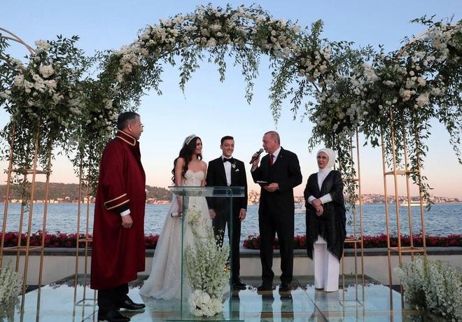 Tổng thống Thổ Nhĩ Kỳ dự lễ cưới của Mesut Ozil và vợ hoa hậu