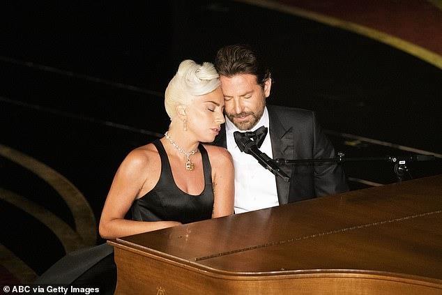 Bradley Cooper tái hợp Lady Gaga sau khi chia tay bạn gái - Ảnh 1