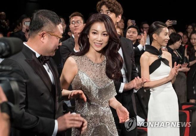 Kim Ok Bin - nu hoang canh nong vuong tin ngoai tinh voi Song Joong Ki hinh anh 3