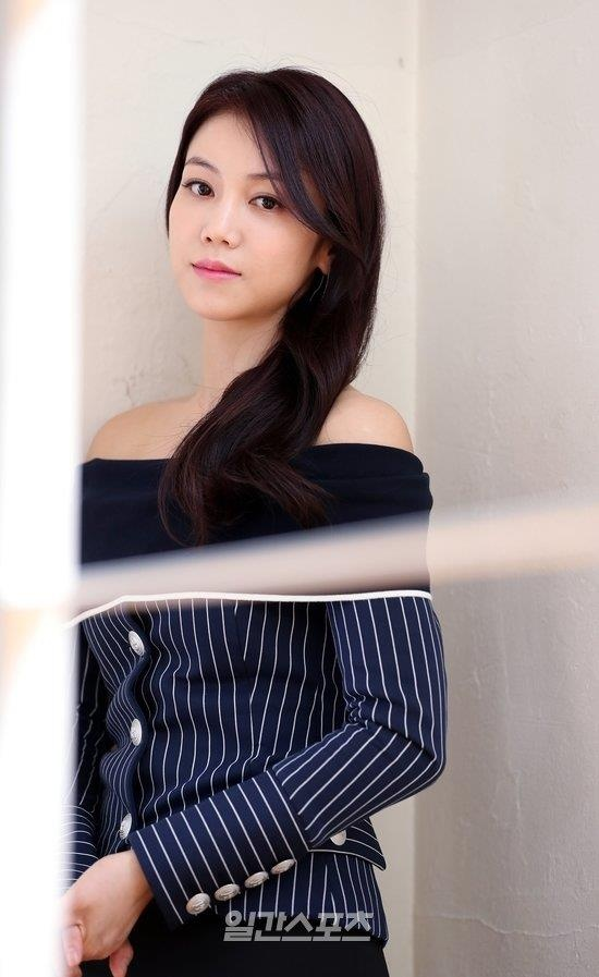 Kim Ok Bin - nu hoang canh nong vuong tin ngoai tinh voi Song Joong Ki hinh anh 1