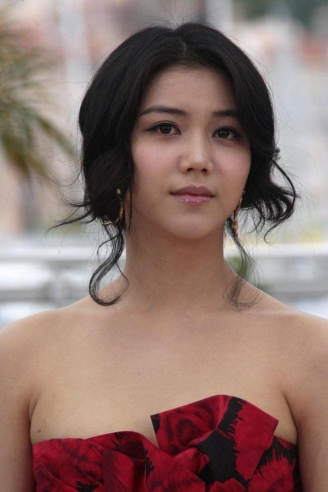 Kim Ok Bin - nu hoang canh nong vuong tin ngoai tinh voi Song Joong Ki hinh anh 2
