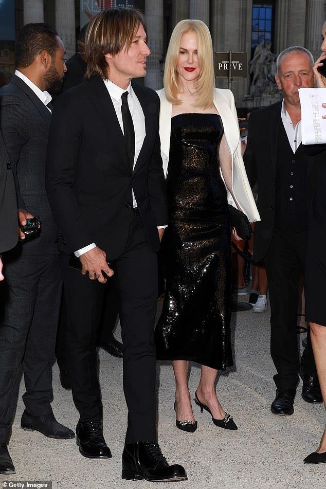 Nicole Kidman hon chong kem tuoi anh 2