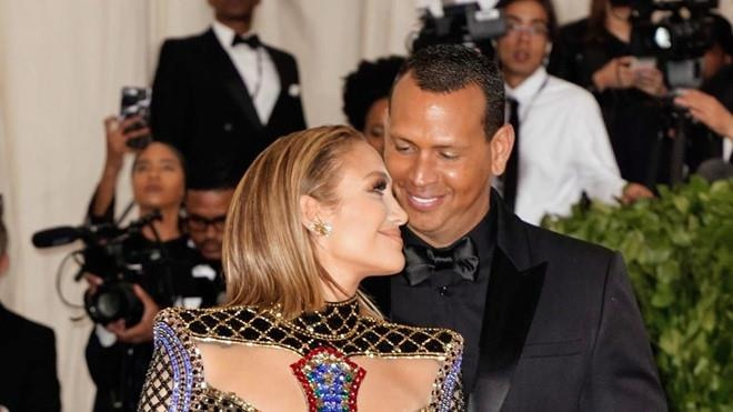 Jennifer Lopez bat khoc o hau truong hinh anh 2