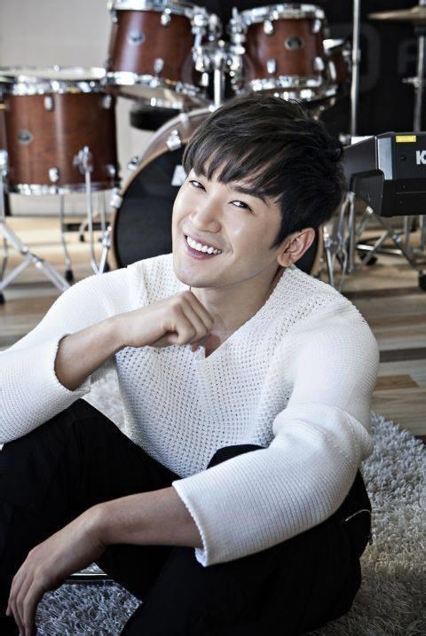 Nam ca si Lee Min Woo doi dien muc an 10 nam tu anh 2