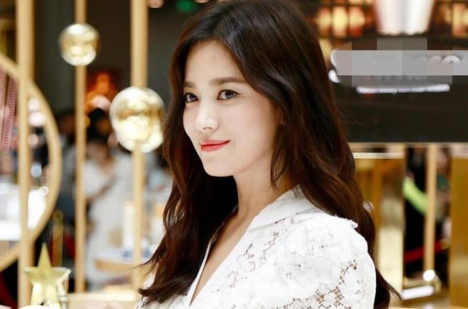 Vu xu ly hon cua Song Hye Kyo va Song Joong Ki dien ra trong 5 phut hinh anh 2