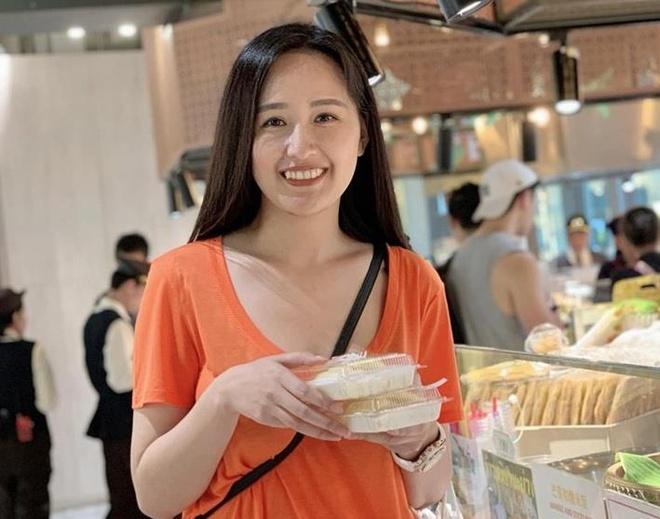 Mai Phuong Thuy di du lich cung hoi ban than noi tieng o Thai Lan hinh anh 3
