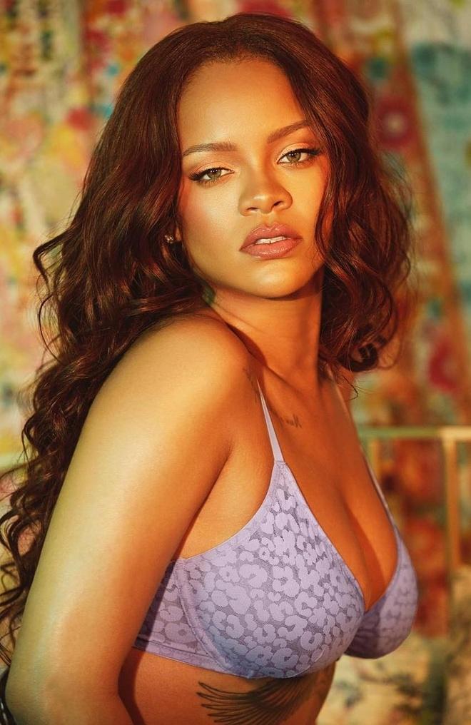 Rihanna dien noi y, khoe vong mot nong bong hinh anh 2