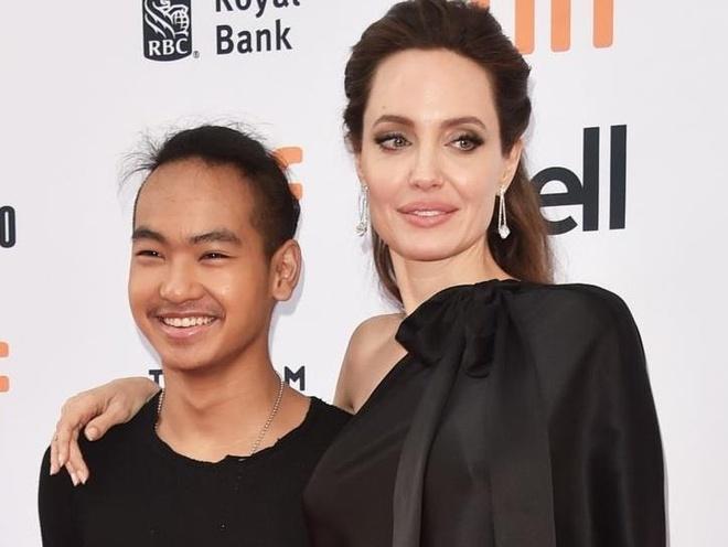 Con trai cả của Angelina Jolie đậu đại học danh giá xứ Hàn