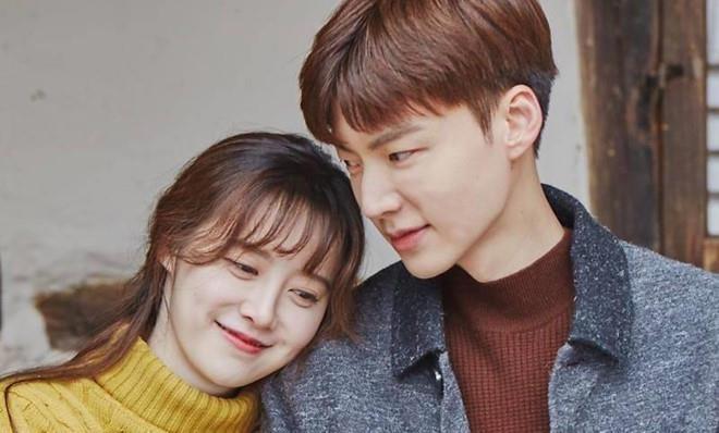 Show truyen hinh bi anh huong sau tin vo chong Goo Hye Sun ly hon hinh anh 2