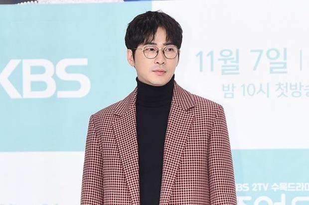 Kang Ji Hwan thua nhan cuong hiep dong nghiep nu anh 1