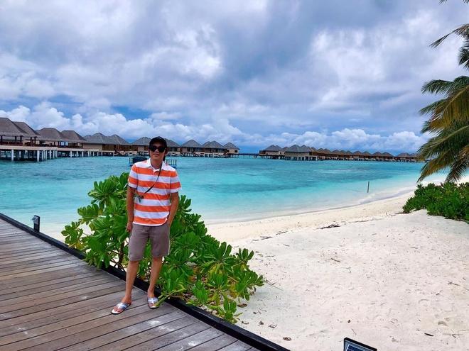 Nghe si Hoai Linh khoe anh du lich o Maldives hinh anh 1