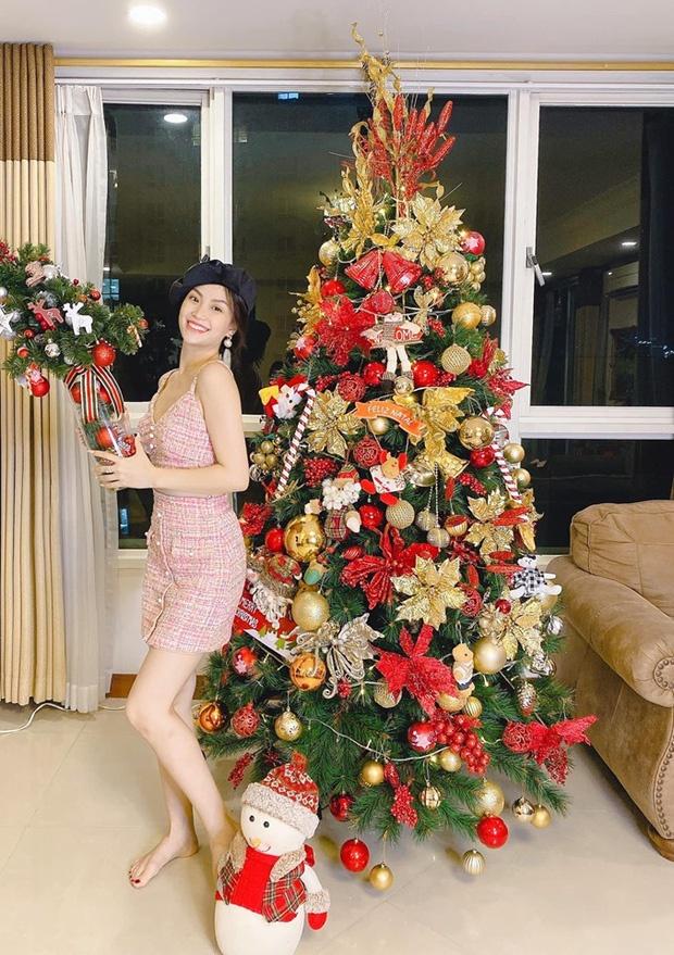 Tang Thanh Ha va dan sao trang hoang nha cua don Giang sinh hinh anh 11