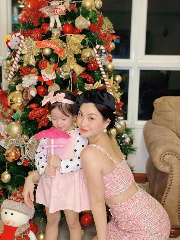 Tang Thanh Ha va dan sao trang hoang nha cua don Giang sinh hinh anh 10