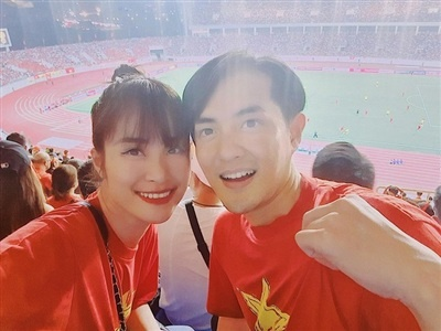 Dong Nhi, Ong Cao Thang va dan sao tin U22 Viet Nam thang Campuchia hinh anh 1