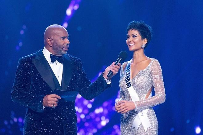 Khan gia tiec khi xem diem cua Hoang Thuy, H'Hen Nie o Miss Universe hinh anh 3