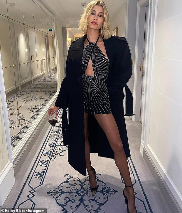 Hailey Bieber duoc khen goi cam o Paris Fashion Week hinh anh 1 vong4.jpg