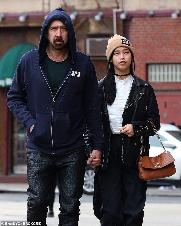 Nicolas Cage nam tay ban gai kem 30 tuoi anh 6