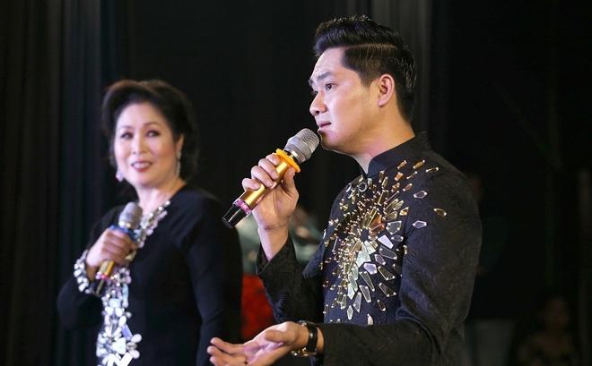 Khac Viet hoan show, Hong Van dong cua san khau lan thu ba vi Covid-19 hinh anh 3 san.jpg