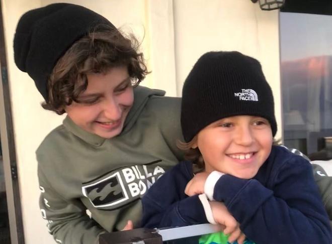 为什么13岁的年轻人在他们的弟弟无法拍照时会感到担心?