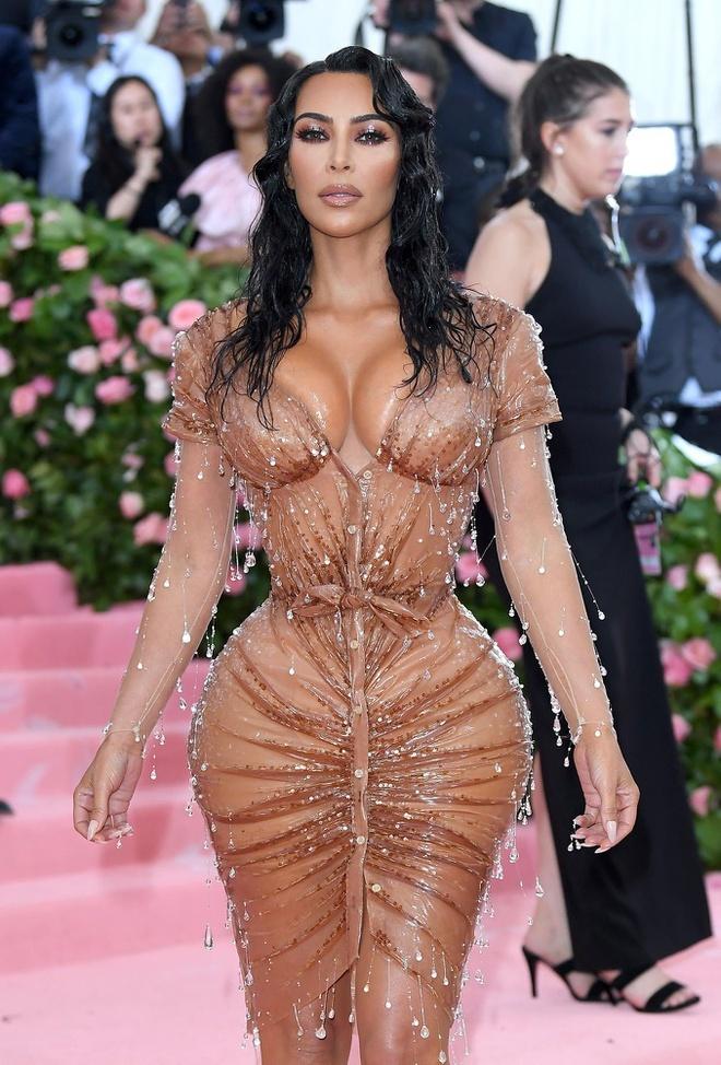 vong eo cua Kim Kardashian anh 2