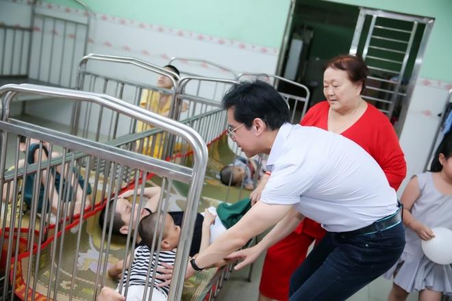 Ngọc Sơn chu cấp, nuôi dưỡng hơn 100 trẻ mồ côi