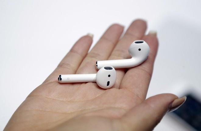Tai nghe iPhone bi cao buoc ton tai buc xa, de roi hinh anh 1