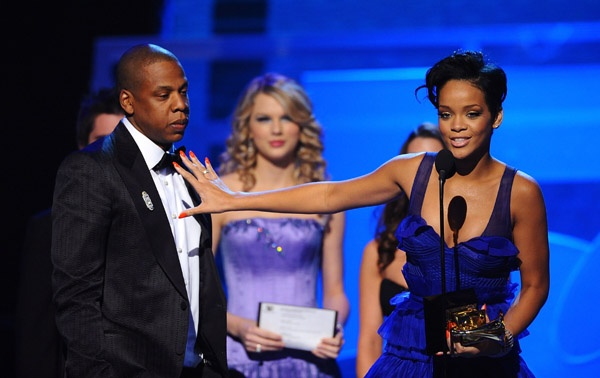 9 nghe si thang giai Grammy khi chua tron 20 tuoi la ai? hinh anh 8 jay_and_rihanna_grammys.jpg
