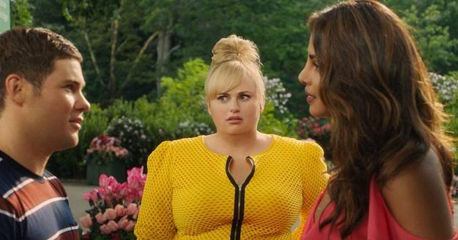 Isn't It Romantic: Trái ngược với những cô nàng mộng mơ, Natalie (Rebel Wilson) lại là một nhân vật không mấy tin vào tình yêu. Sau một tai nạn nhỏ và tỉnh dậy, cuộc sống của cô bỗng hoá thành một bộ phim tình yêu tuổi teen với quần áo đẹp, công việc ổn định, bạn trai nhà siêu giàu... Không chỉ mỉa mai phim room-com sến sẩm, Isn't It Romantic còn truyền tải một thông điệp ý nghĩa rằng tình yêu đích thực là khi biết yêu thương và trân trọng chính bản thân mình.