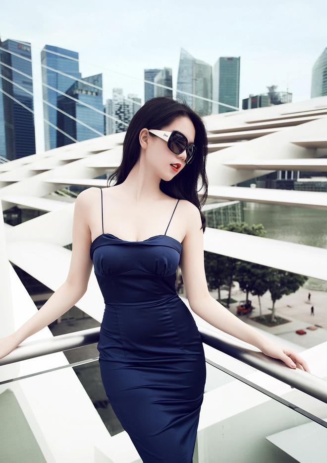Ngoc Trinh goi cam tren duong pho Singapore hinh anh 7