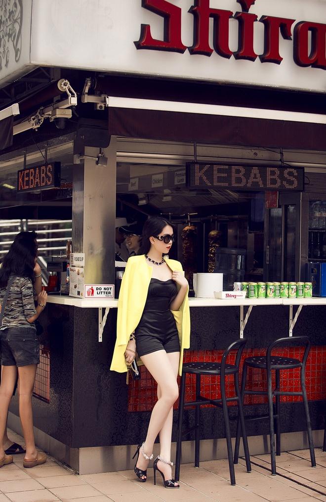 Ngoc Trinh goi cam tren duong pho Singapore hinh anh 14
