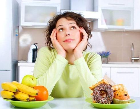 Nhung thu pham gay rung toc o nu gioi hinh anh 2 Ăn uống đủ vitamin và khoáng chất đem đến mái tóc chắc khỏe cho phái đẹp.