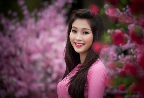 5 suoi toc thanh lich, quyen ru nhat V-biz hinh anh 6    Hoa hậu Thu Thảo sở hữu mái tóc đen suôn dài óng ả. Nhờ đó, hình ảnh của cô thường gắn liền với vẻ đẹp cổ điển và nữ tính.