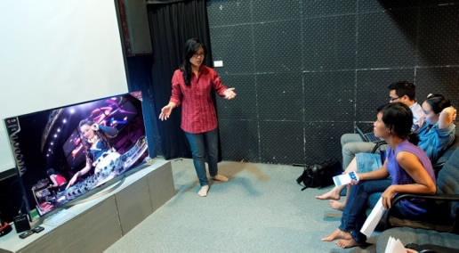 DJ xinh dep Ha thanh xuat hien trong phim tai lieu hinh anh 2 Ánh Ngọc được đạo diễn Trần Phương Thảo tư vấn các góc độ chụp để có thể thể hiện tốt nhất công nghệ mới.