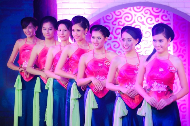 Can canh lan da sang min cua 20 thi sinh Hoa hau Viet Nam hinh anh