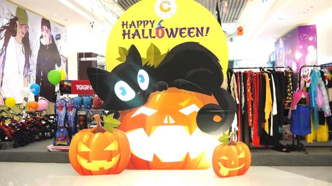 Su kien Halloween hap dan tai Crescent Mall hinh anh