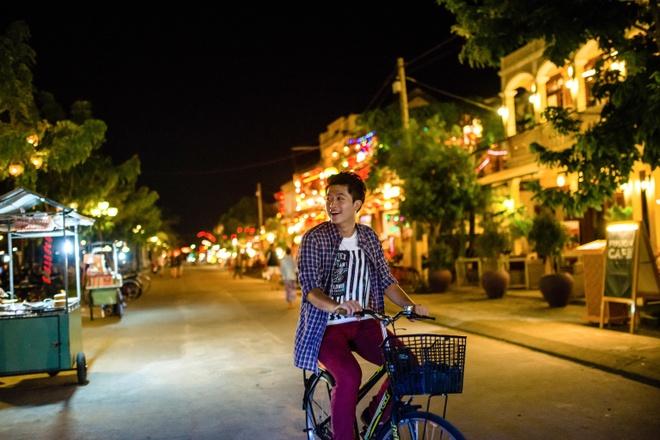 Vốn là người thích trải nghiệm những cảm giác mới, Harry Lu còn nảy ra ý tưởng mượn một chiếc xe đạp để dạo quanh phố cổ Hội An.
