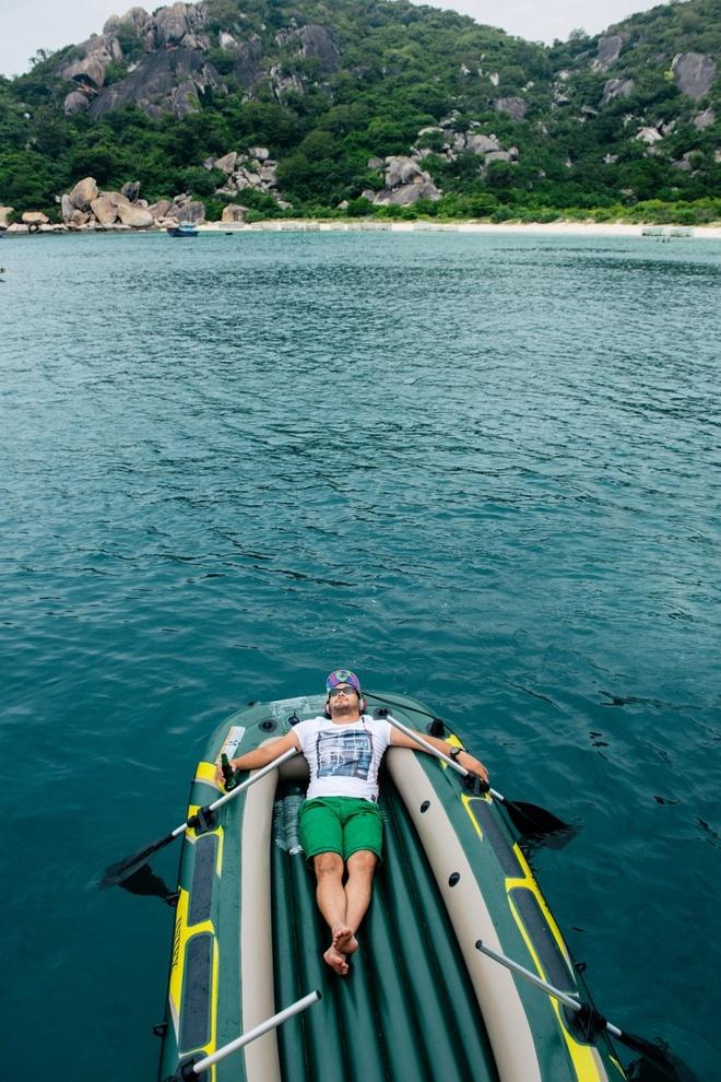 Quen ma la voi hanh trinh kham pha Nha Trang hinh anh 2 Tận hưởng khoảnh khắc thư giãn giữa bao la sóng biển.