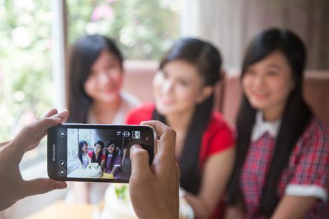 Lenovo A859 - smartphone gia phai chang tai Hoang Ha mobile hinh anh