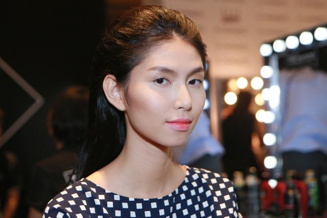Le Thuy duoc cham chut ky cang trong hau truong Elle show hinh anh 6      Kiểu tóc ngắn lệch ngôi tôn lên vẻ cá tính của Đỗ Hà.