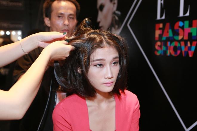 Le Thuy duoc cham chut ky cang trong hau truong Elle show hinh anh 7      Trong khi đó, mái tóc đơn giản này lại tôn lên mọi đường nét trên gương mặt Thùy Dương.