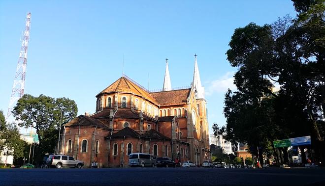 Sai Gon khac la qua goc quay cua Galaxy Note 4 hinh anh 1 Nhà thờ Đức Bà một ngày nắng đẹp được lưu giữ qua lăng kính của Galaxy Note 4.