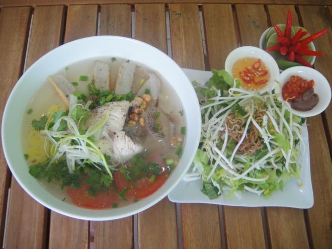 Banh canh bot gao cat - dac san kho bo qua cua Nha Trang hinh anh