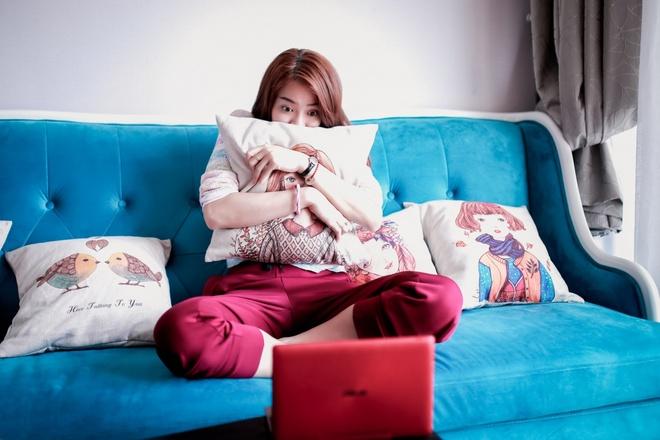 Theo chan hotgirl BB&BG den giang duong hinh anh 9   Cuối mỗi ngày, Kim Nhã thường thư giãn bằng cách xem những bộ phim, MV mới được cô tải về lưu trữ trên OneDrive.