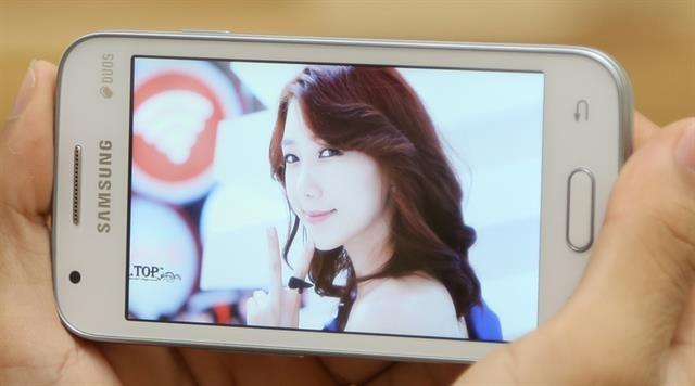 Samsung Galaxy V lot top smartphone dat doanh so ban tot hinh anh