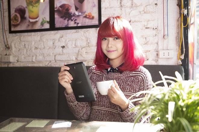 Hot girl Mo Naive yeu thich may tinh bang Acer Iconia Tab 7 hinh anh