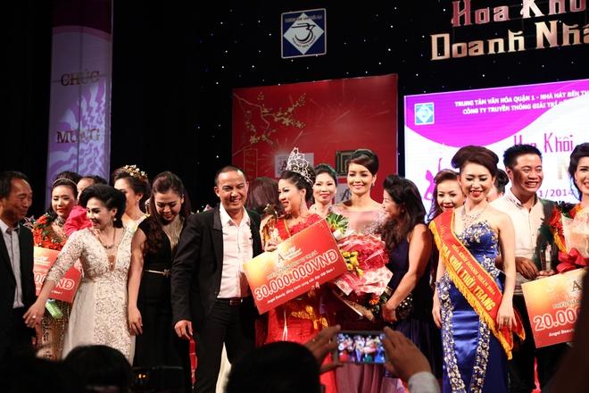 Le Thi Bich Tram dang quang hoa khoi doanh nhan 2014 hinh anh