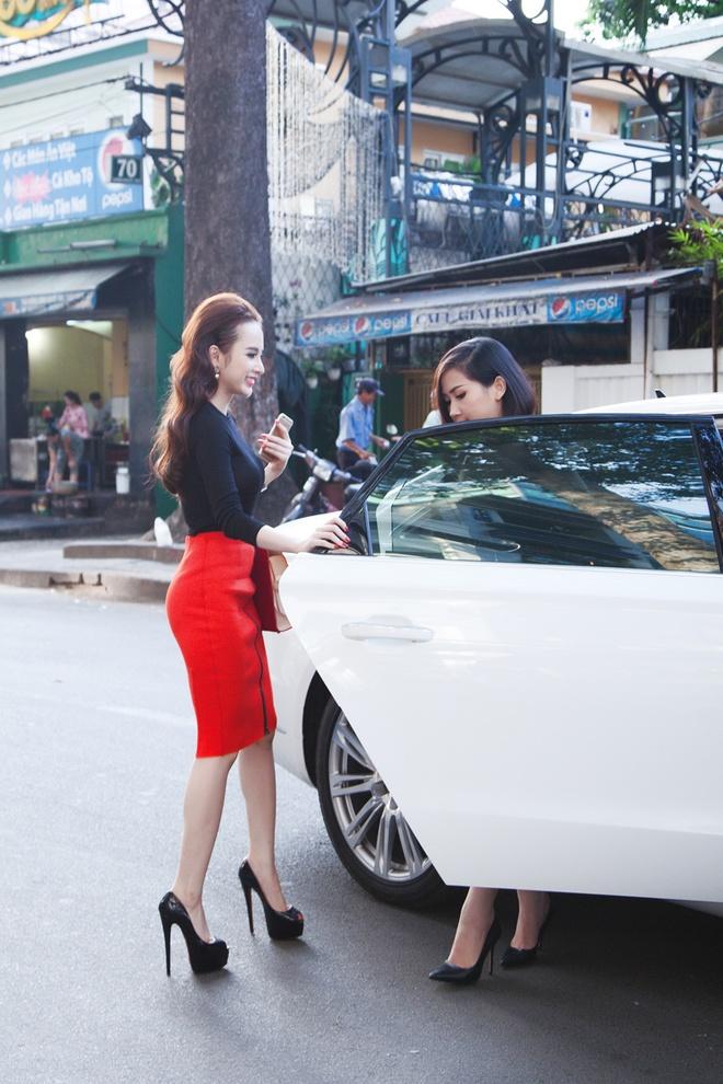 Angela Phuong Trinh than thiet voi Tram Ruco hinh anh 4